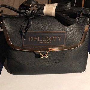 DELUXITY CROSSOVER PURSE